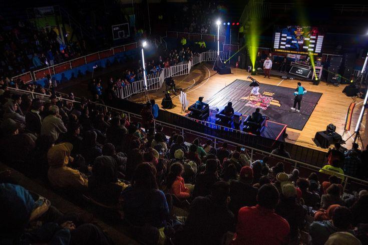 La escena nacional del breakdance y baile urbano se reunió en el Fortín Prat para elegir al mejor.
