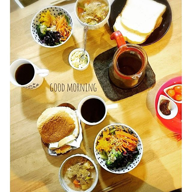 makimiomioおはようあさごはん:- きょうもパンのはしっこ(笑)  #おはよう#あさごはん#朝ごはん#朝ゴパン#朝ごパン#朝食#おうちごはん#おうちカフェ#暮らし#日々#くらし#うつわ#器#翁明窯元#スープのある生活#珈琲#coffee#morning#Goodmorning#bread#breakfast#いただきます
