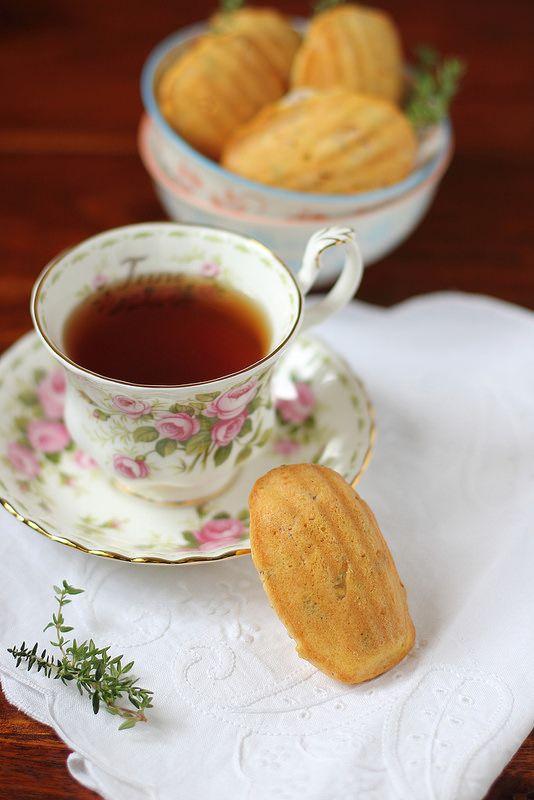 la cuoca eclettica: Madeleines con pancetta, feta e timo