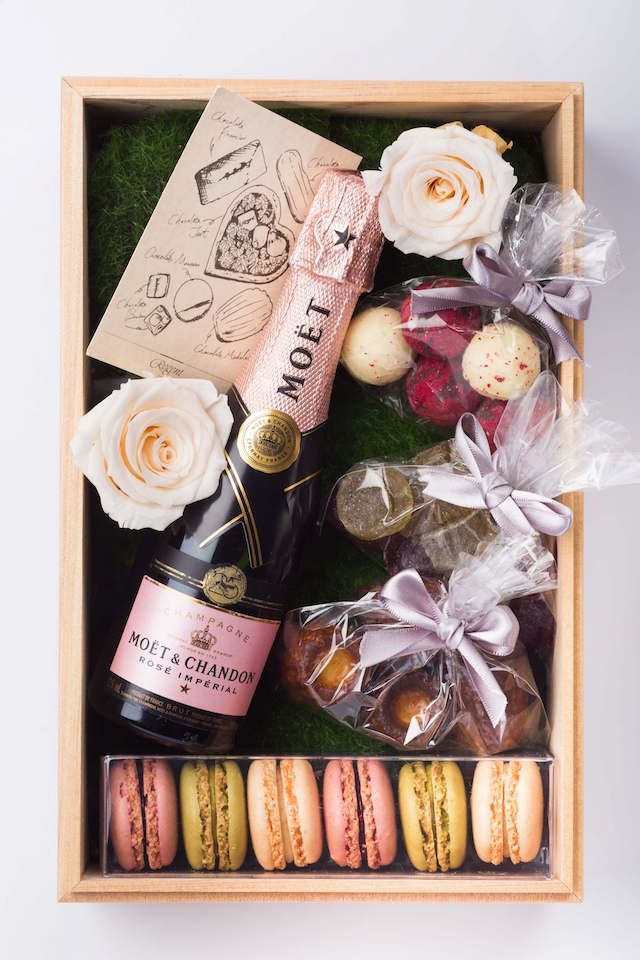 34 Gift Ideas for People Who Travel A posh picnic hamper in your private garden awaits in Taipei.