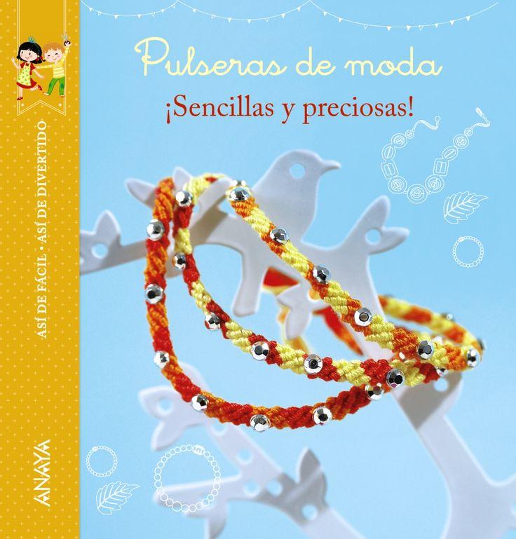 """Pulseiras da amizade, pulseiras «shamballa», pulseiras brasileñas,...… Descubre neste libro máis de 10 irresistibles propostas de pulseiras. ¡Se sigues paso a paso as instruccións, non haberá modelo que se che resista e crearás xoias únicas! """"Pulseiras de moda"""" é un libro sinxelo e claro, cheo de ilustracións para compatir bos momentos en familia."""