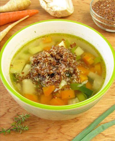 Sopa de quinoa  Um prato fácil e rápido para o seu dia-a-dia com apenas 137 calorias.