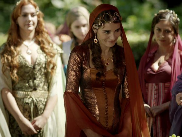 """Mahidevran playing """"like a boss"""" in front of the Valide Sultan Ayşe, as she is certainly her favourite."""