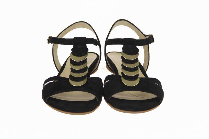Wat vind je van deze zwarte sandaaltjes met goudkleurige en zwarte suede bolletjes? #Gabor #zomer2014 #SchoenenCaramel