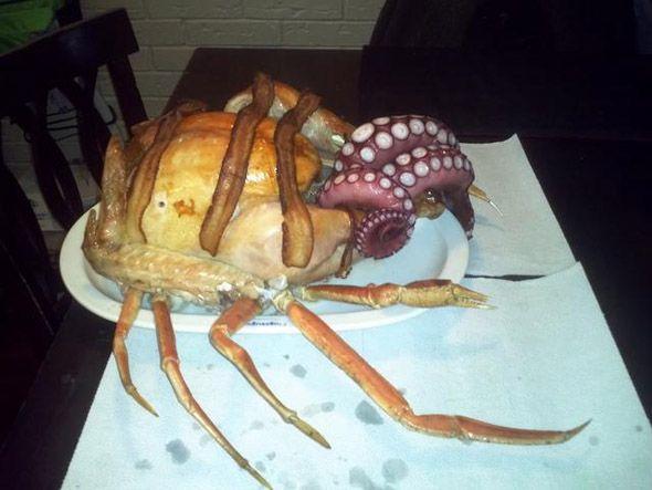 Pavo relleno de pulpo con patas de cangrejo...  llamado cthurkey