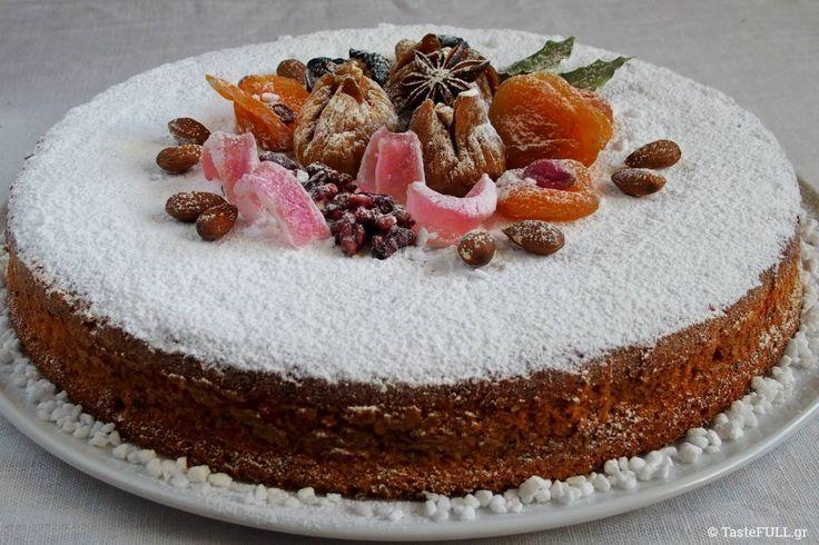 Αυτή η συνταγή είναι του Στέλιου Παρλιάρου, για Βασιλόπιτα, όμως στο σπίτι μας την κάνουμε Χριστουγεννιάτικο κέικ και μοσχοβολά Αμαρέτο!