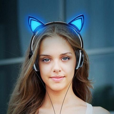 Kat kop telefoon met lichtgevende oren
