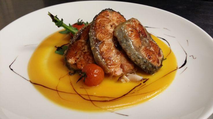 Questa sera lo chef propone Salmone alla griglia con crema di zucca...