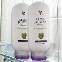 Forever Aloe Jojoba Shampoo (artnr 260) Een milde shampoo op basis van aloë vera en de olie van de jojoba-boon, die een uitstekende, natuurlijke verbinding vormt voor een optimale haarverzorging. De rijke voedingsstoffen beschermen, voeden en verzachten uw haar. Geschikt voor ieder haartype.