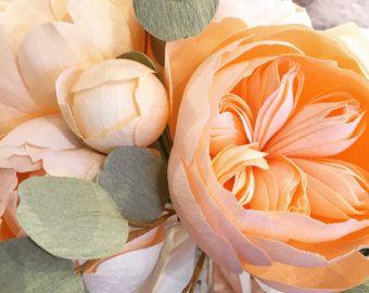 * pivoine coral charm de seule tige avec des feuilles, que jai la main couper chaque pétale pour ma pivoine coral charm de la plus belle doublet du papier crépon. tous les détails de cette fleur sont fabriqué à partir de papier. ces fleurs serait belle, utilisé comme un bouquet de mariée ou la pièce en tête, la Couronne, la pièce maîtresse ou juste comme une œuvre dart à afficher dans votre maison. aucuns deux ne se ressemblent. vous pouvez choisir un jeu de couleurs ou laisser à moi. Si…