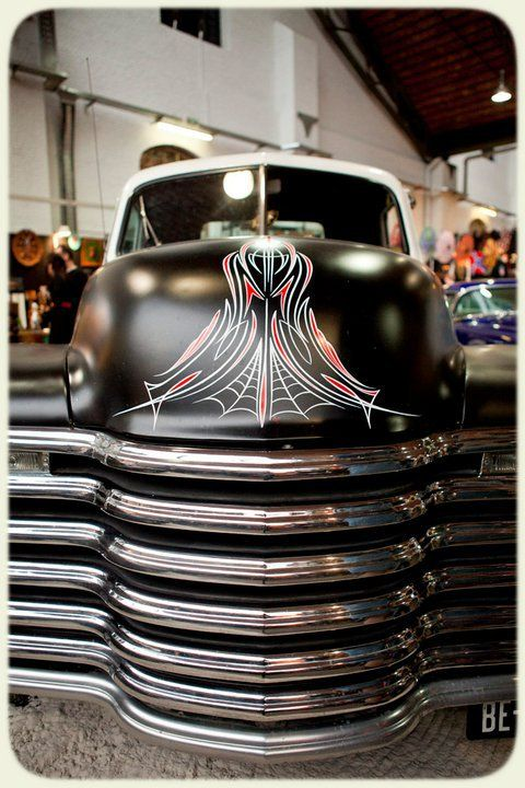 We're in love with the front end on this #Chevy #Truck. #Grille #Chrome #Pinstriping #Art #Classic #America #PickUp