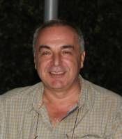 Türk İslam Eserleri Sanatkarlarımız Alparslan BABAOĞLU Biyografisi-1957 yılında Ankara'da doğdu.İlk ve ortaöğrenimini Ankara ve Erzurum'da tamamladı. Devlet bursuyla gönderildiği İngiltere'deki Elektronik Mühendisliği eğitimini 1979 yılında, aynı dalda yüksek lisans eğitimini 1980 yılında tamamlayarak yurda döndü. Mühendislik hayatını bir kamu kurumunda yönetici olarak sürdüren Alparslan BABAOĞLU, evli ve Elif ve Burak isimlerinde iki çocuk babasıdır.  1984 yılında Topkapı Sarayı…