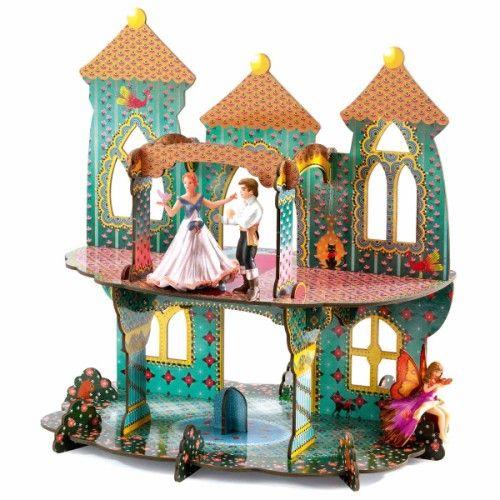 Ce château en carton très épais est composé de 20 pièces. L'enfant les assemble, guidé par le schéma de la construction, puis joue ensuite avec ses figurines  (les figurines Papo ont la taille adéquate). Il dispose d'un espace de jeu de grande taille : le palais mesure 35 cm de haut. L'enfant est fier d'avoir construit lui-même ce  château à partir duquel il s'invente de merveilleuses aventures de Princes et de Princesses. Ce jeu de construction accompagne donc l'enfant dans l'exercice de…