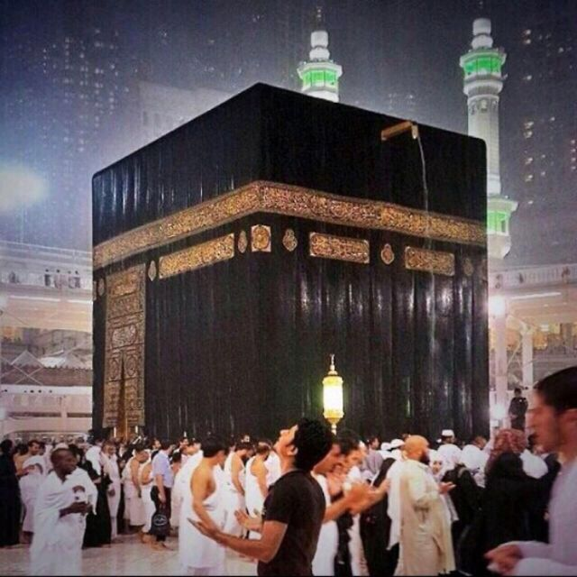 .Rain in Makkah - A DESERT!Allah's blessings falling down from sky on the worshippers