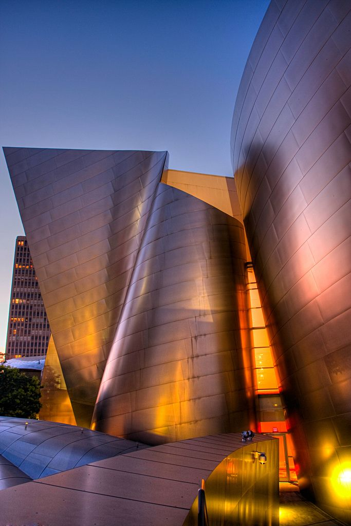 The Walt Disney Concert Hall - Los Angeles (http://www.pinterest.com/AnkAdesign/abstract-piece-of-tecture/)