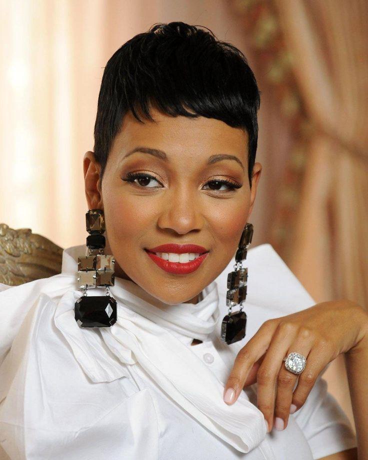 Best 25+ Coupe courte femme noire ideas on Pinterest | Cheveux noirs courts, Coupes de cheveux ...