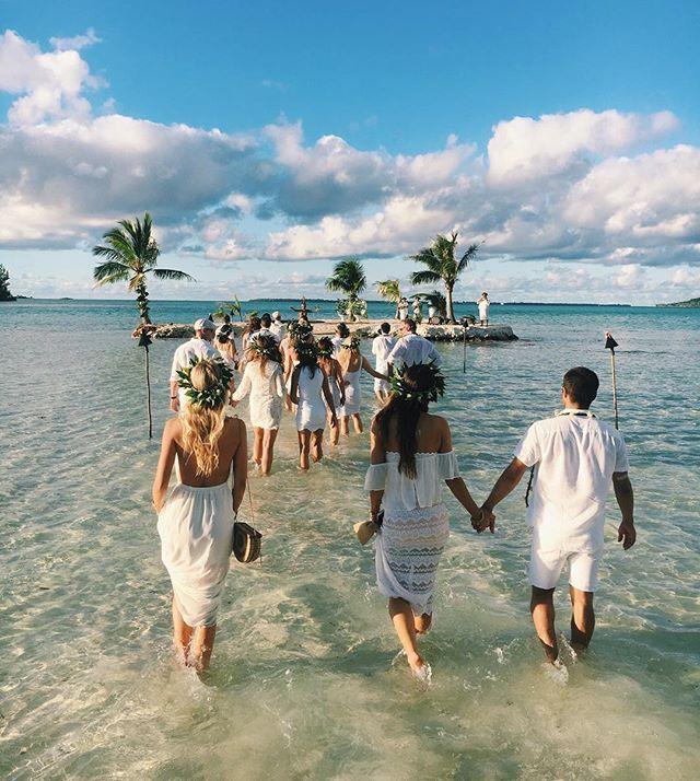 Dream wedding Location. Their own little island #mumuxtahiti