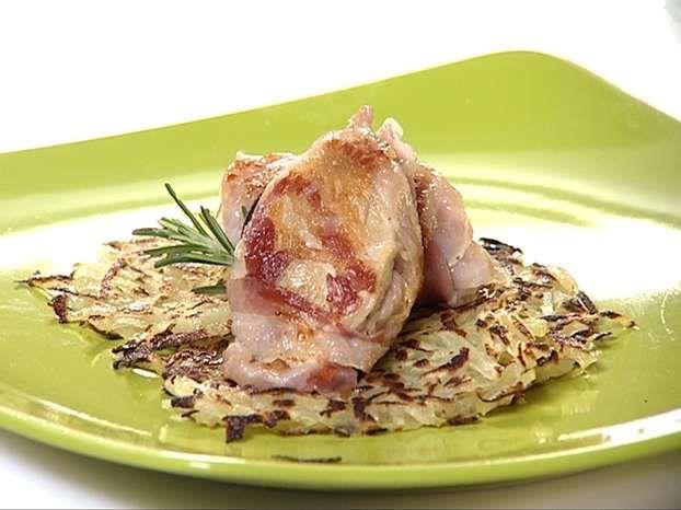 Petti di quaglia croccanti con rosti di patate e salsa al vino rosso: una ricetta facile e veloce di Monica Bianchessi