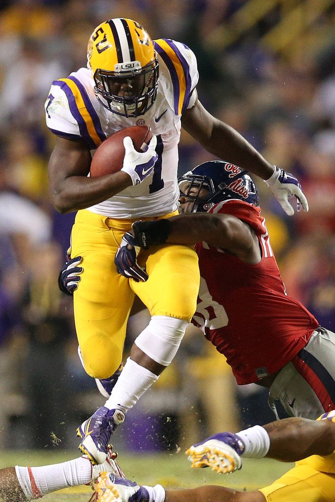 Leonard Fournette #7 of the LSU Tigers runs the ball against the Mississippi Rebels at Tiger Stadium on October 25, 2014 in Baton Rouge, Louisiana.