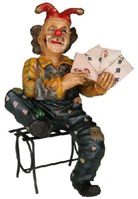 Beeld Clown op bank