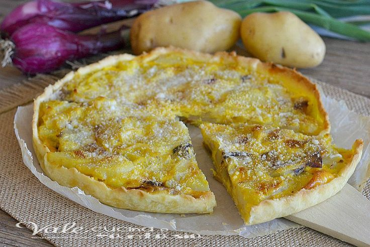 Torta salata con patate e cipolle ricetta veloce, buonissima, saporita, facile,economica e veloce, ideale per un antipasto, aperitivo o piatto unico