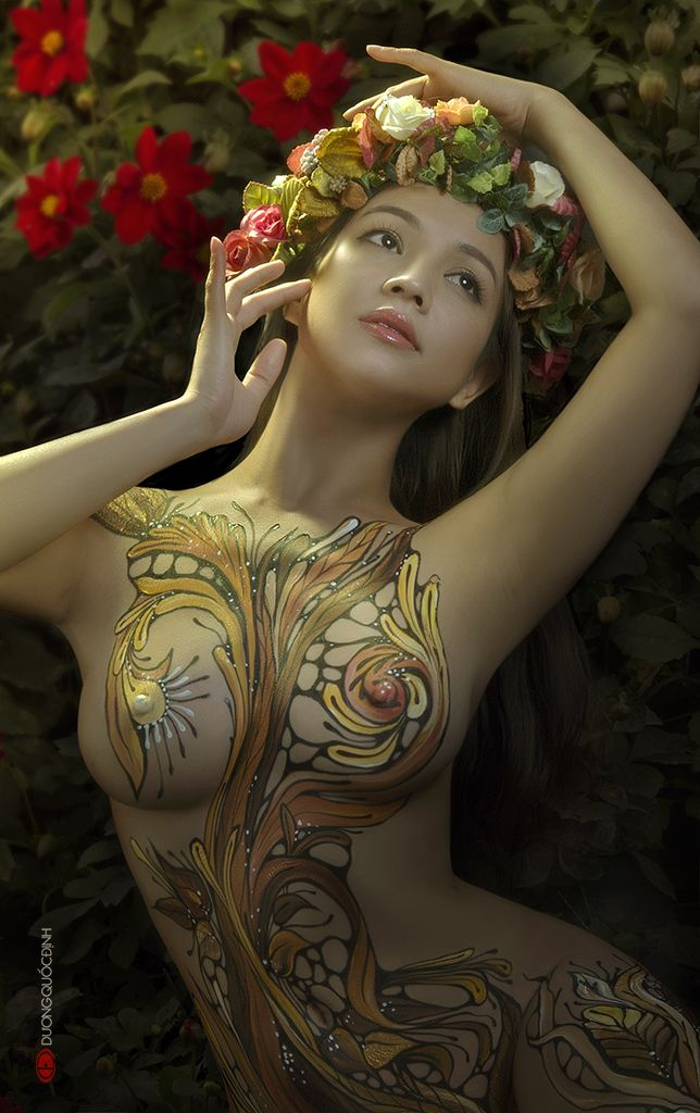 35PHOTO - duong quoc dinh - painting body and photo bay Duong Quoc Dinh