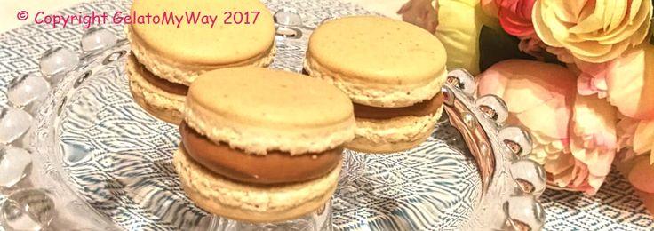 Macaron ripieni di ganache al cioccolato al latte ecaramello…  Nuovi libri, nuove ricette ed infinite combinazioni… non si finisce mai di imparare!!! E forse, il bello è proprio …