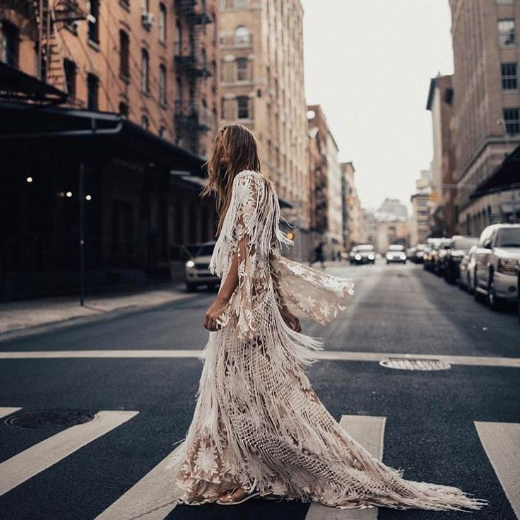 """1,148 To se mi líbí, 9 komentářů – Melody Nelson (@melodynelsonbridal) na Instagramu: """"Hitting the NYC streets with the so cool @tezzamb in this stunning @ruedeseinebridal #dakotagown /…"""""""