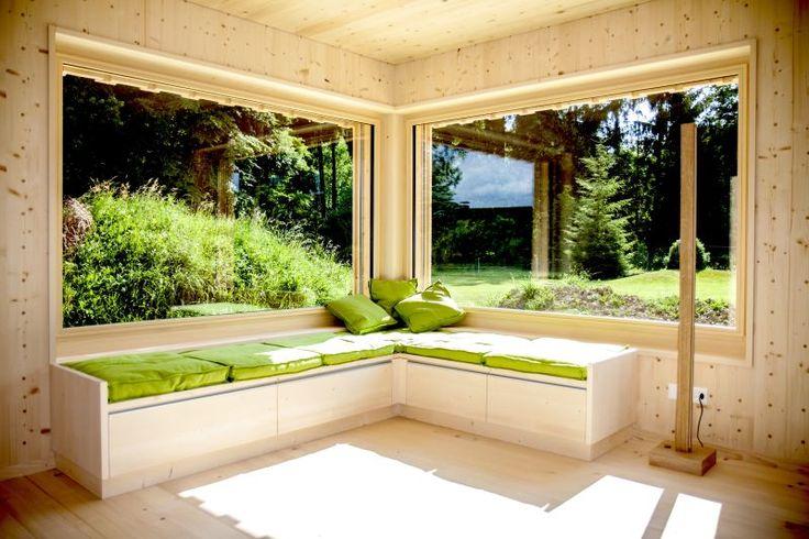 Ökologisches Einfamilienhaus mit Sonnenkollektoren, Einofen-Konzept und Permakultur-Garten.