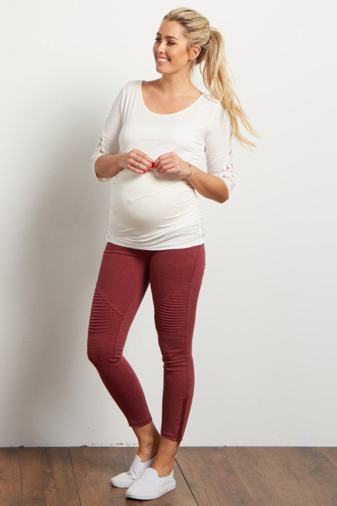These super chic maternity pants are the perfect essential to add feminine flair to any outfit. A cropped pant with moto detailing and zipper accents to put a little edge in your look, while an elastic waistband accommodates your growing belly. Style these pants with a maternity top and boots for a stylish finish.