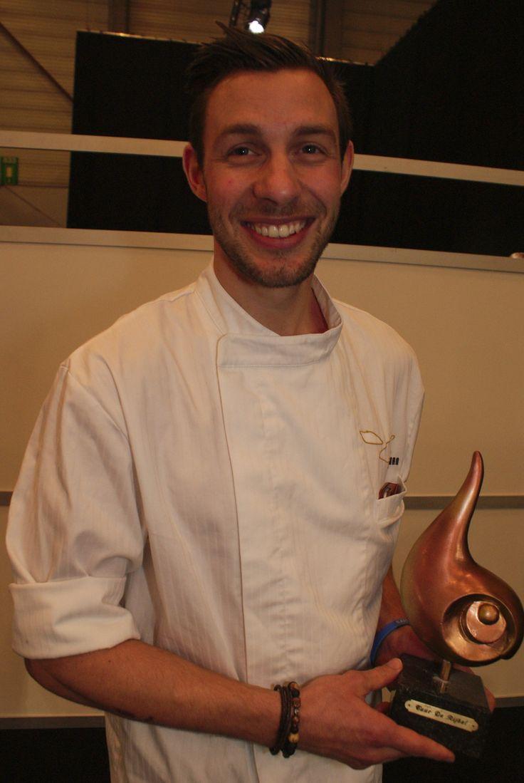 Jonathan Olivier maakte het lekkerste en origineelste gerecht klaar met de zeetong, de Vis van het Jaar 2014. Hij mag zichzelf voortaan Viskok van het Jaar noemen.