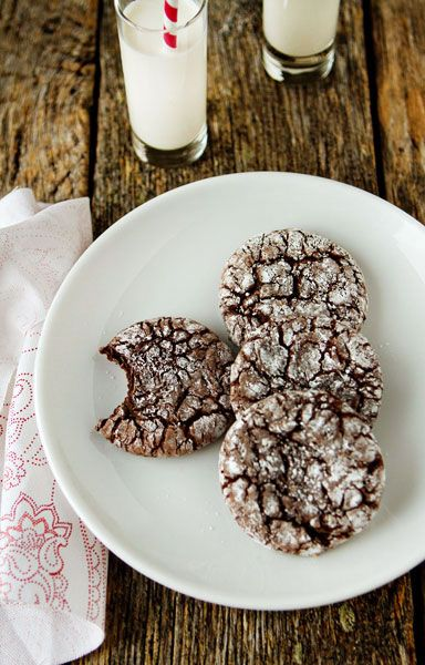Ridiculously Simple Chocolate Crinkle Cookies. I like the ridiculously simple part...