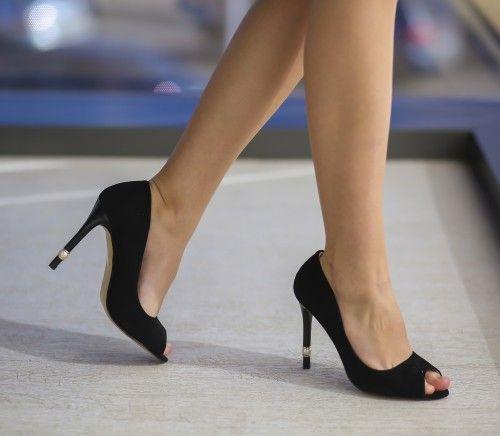 Pantofi Perly Negri - <br>Culoare:  Negru<br>Dimensiune toc:  10<br>Material:  Piele eco intoarsa Colectia Pantofi cu toc de la  www.cutoc.net