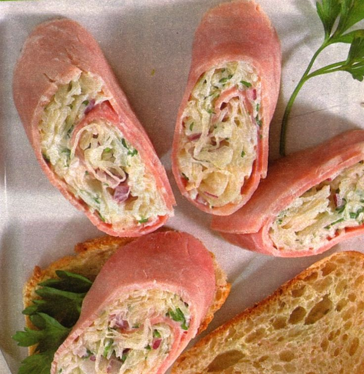 ham-rolls-sauerkaut-filling/ - Ingredients (4 rolls)  2 red onions  1/2 bunch parsley  1 can sauerkraut (580ml)  175g cream cheese  4 slices cooked ham  4 tbsp horse radish (jar)  baguette