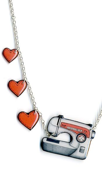 love this sewing machine necklace, its totally on my most wanted list Bijou en plastique fou / plastique dingue