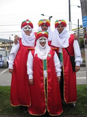 Cátedra Carnaval  Desfile de la Familia Castañeda - 4 de enero  Carnaval de Negros y Blancos 2012  Foto: Alejandra Zúñiga  Investigacion Carnaval - Universidad de Nariño