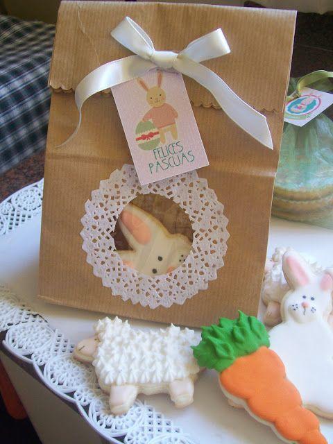 Hermosa bolsa en papel reciclado con visor y moño para regalar en pascuas.