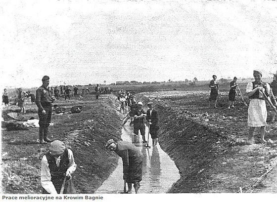 Krychów forced labour camp, 1940. Prisoners building irrigation ditches for the new German latifundia of Generalplan Ost.