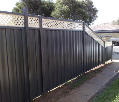 Colourbond Fence with trellis and gate by Highside Fencing.