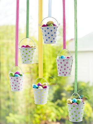 Make Easter egg buckets • Create a display of tiny buckets filled with Easter egg treats