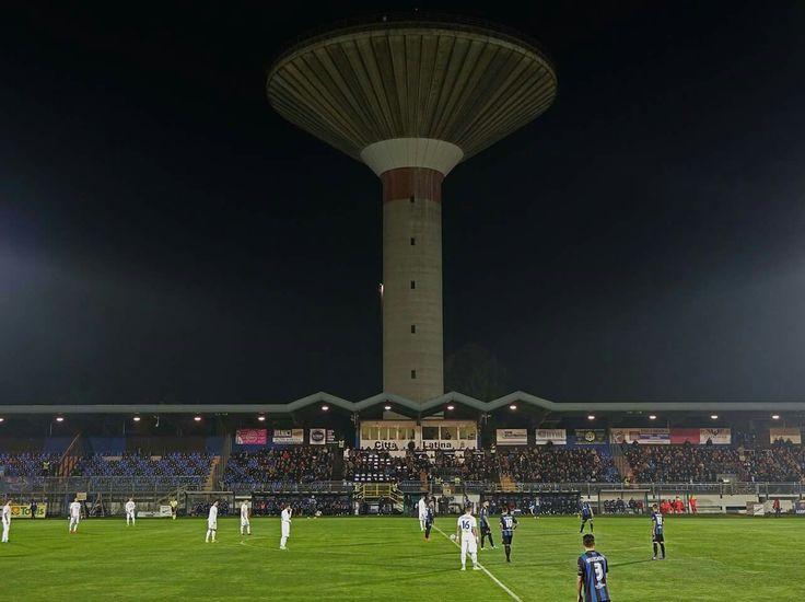 Λατίνα Κάλτσιο και το τσιμεντένιο ...μανιτάρι πάνω από την έδρα της.   US Latina Calcio and the wierd ...mushroom above their ground.   🇮🇹 🇮🇹 🇮🇹  ________ By #Τσίλι