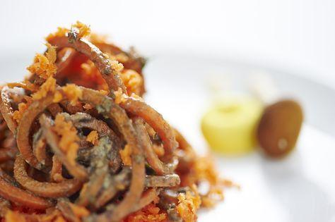spaghetti di carote in salsa ai funghi