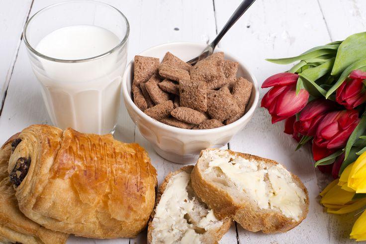 Estudios afirman que un consumo constante de vitamina D brinda una ventaja cuando se trata de mantener un colon saludable. Puedes obtener vitamina D a partir de una variedad de alimentos como el pan, leche y cereal. La vitamina D también puede ayudar a prevenir la osteoporosis.