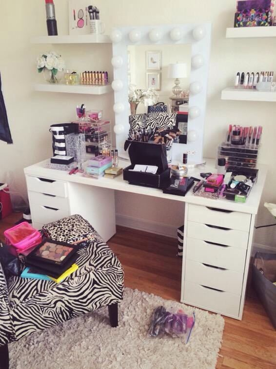 jaclyn hill's makeup setup... yes please