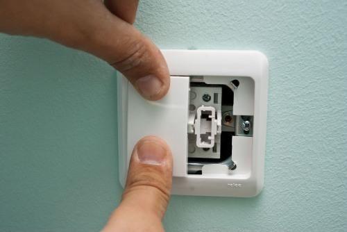 Как установить двойной выключатель своими руками?