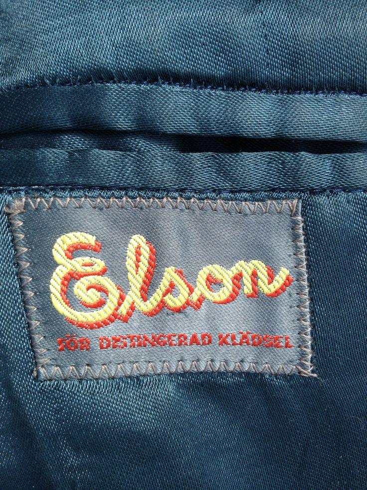 """Elson är ett svenskt företag med inriktning på klassiska och exklusiva herrkläder och kostymer. Elson var den del i det anrika Erla-bolaget (Erikson & Larsson AB, Borås) sedan sent 1800-tal. Än idag tillverkar de kostymer och kavajer till """"män man märker"""". Denna etikett sitter i en rock från 1950-60-talet"""