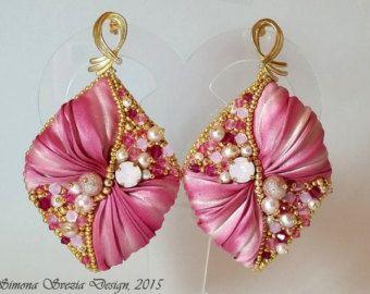 """Orecchini """"Petali di rosa"""" con seta shibori/""""Rose petals"""" earrings with shibori silk"""