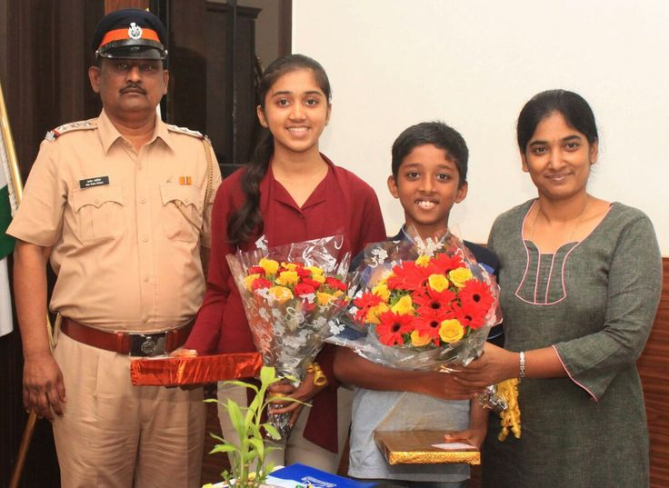 "Mumbai Police on Twitter: ""Meet our little braveheart siblings Matthew & Vincy, being felicitated for nabbing a mobile thief! https://t.co/8HWCs0kBS9"""