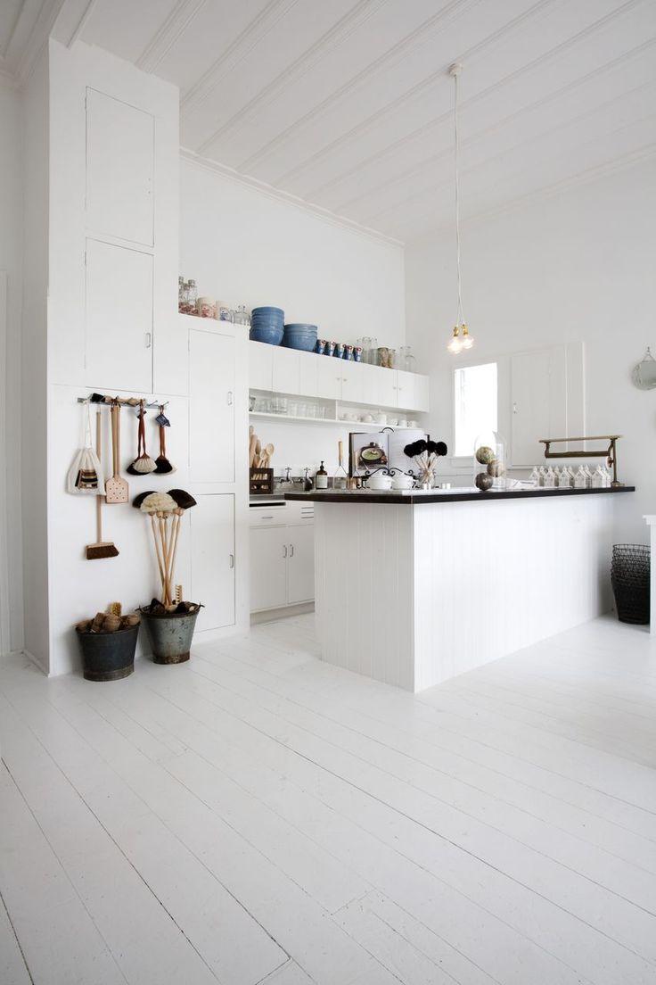 white kitchen interior - looks amazing
