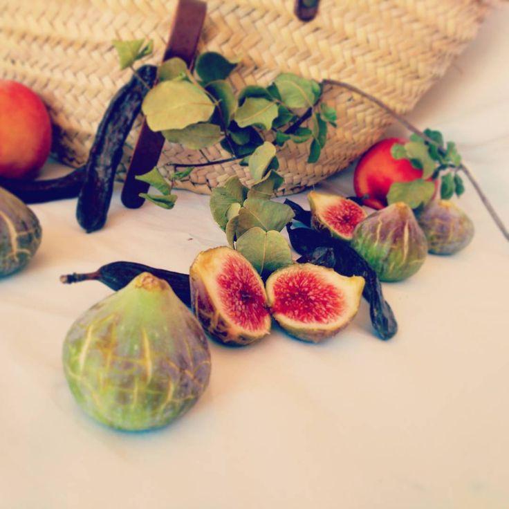 Perfume de higos...algarrobos..melocotones..... Olores de agosto..frutos de verano #frutos#frutosverano#verano#higos#algarrobo#melocoton#summer#summerfruits#fruits#olores#smells#yum#yummy#sweet#nice#sogood#sonice#food#foodpic#instafood#igerd#picoftheday#foodporn
